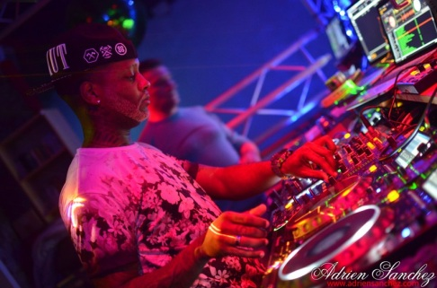 Photo What the Fuck Willy William AGS Event Miky Uno Orijinal Fox Loic Fredo Tony DJ Pacha Plage Photographe Adrien SANCHEZ INFANTE Bassin d'Arcachon (91)