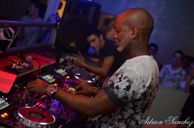 Photo What the Fuck Willy William AGS Event Miky Uno Orijinal Fox Loic Fredo Tony DJ Pacha Plage Photographe Adrien SANCHEZ INFANTE Bassin d'Arcachon (97)
