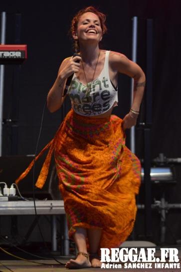 Photo PYRENE Festival 2015 Bordes Pyrénées atlantiques 64 France Reggae Latino photographe adrien sanchez infante Natalia Doco (12)
