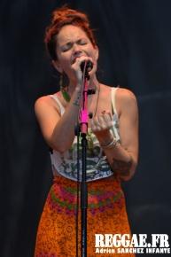 Photo PYRENE Festival 2015 Bordes Pyrénées atlantiques 64 France Reggae Latino photographe adrien sanchez infante Natalia Doco (16)