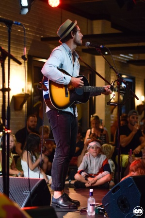 Photo Laurent Lamarca Pub Mira Music Adrien Sanchez Infante Maria Jimenez Cardalliaguet Juillet 2018 (1)